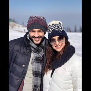 Bigg Boss 11 contestant Hiten Tejwani takes a chilly break with wife Gauri Pradhan
