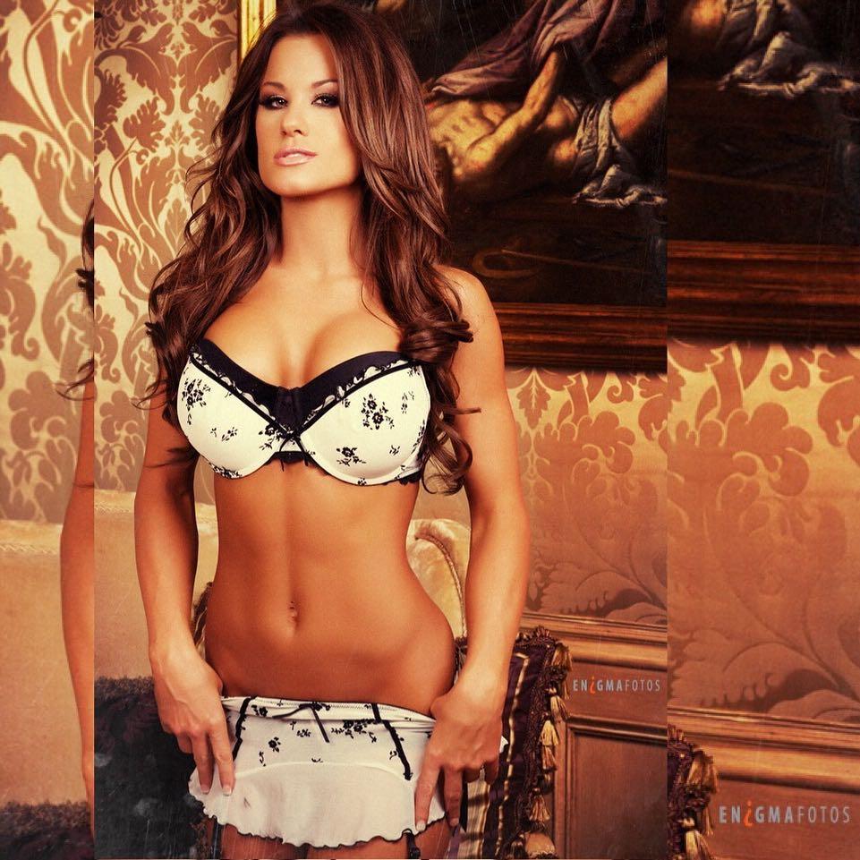 Hot and Steamy Photos of Brooke Tessmacher