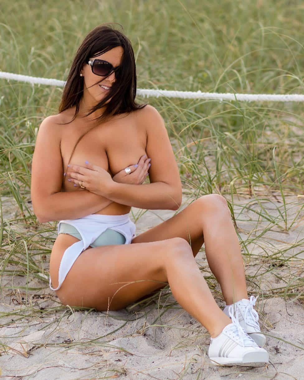 Hot sexy Claudia Romani s Booty is a Sight to Behold | Meet Sexy ...