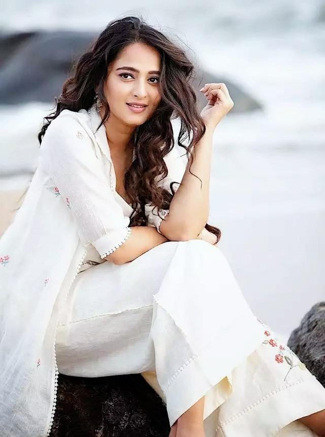 Hot south Actress Anushka Shetty