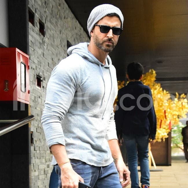 Hrithik looked stylish while posing for the cameras