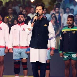 Pro Kabbadi League 2016: Hrithik Roshan and Pooja Hegde promote Mohenjo Daro at the event, see pics