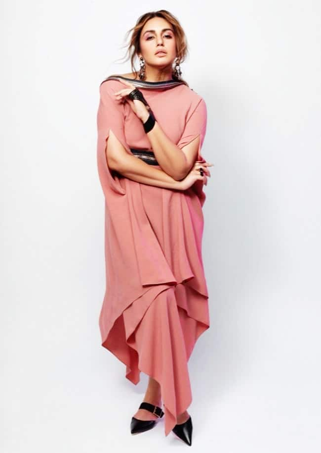 Huma is Elegant, Glamorous And Charming in a Pink Dress