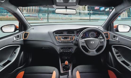 Hyundai i20 Active Interior img1