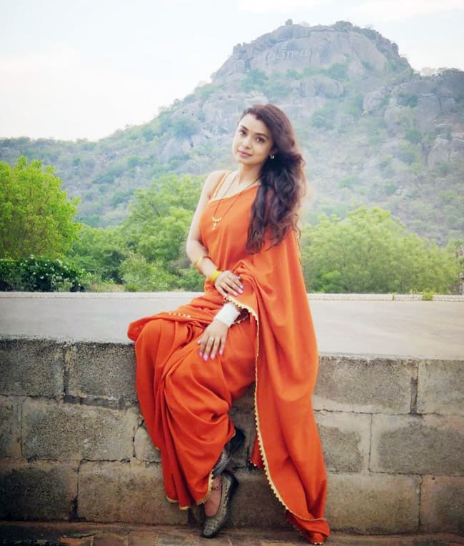 Imlie Fame Mayuri Deshmukh Aka Malini Treats Fans With Her Drool-worthy Orange Saree Look