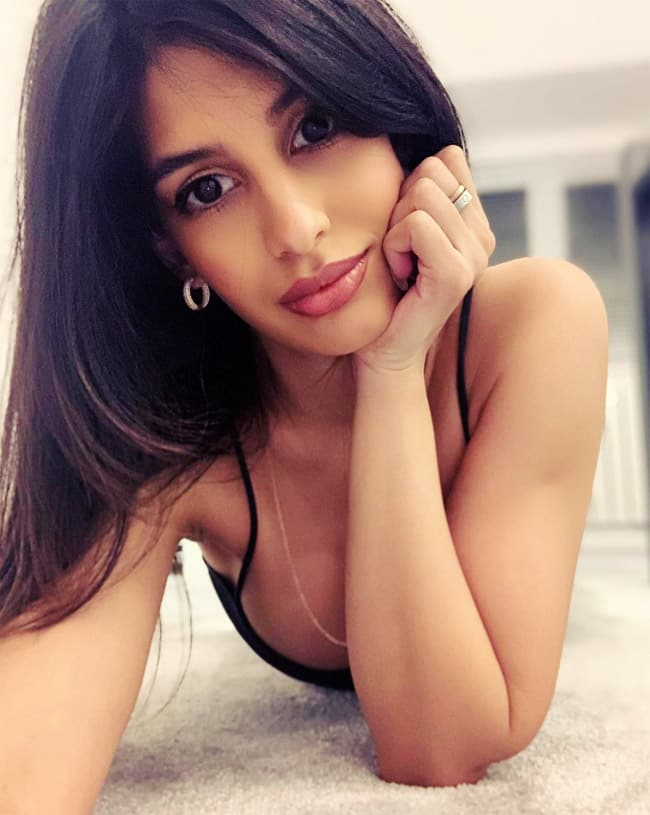 In 2016  Jasmin Walia shot to fame with    Dum Dee Dee Dum