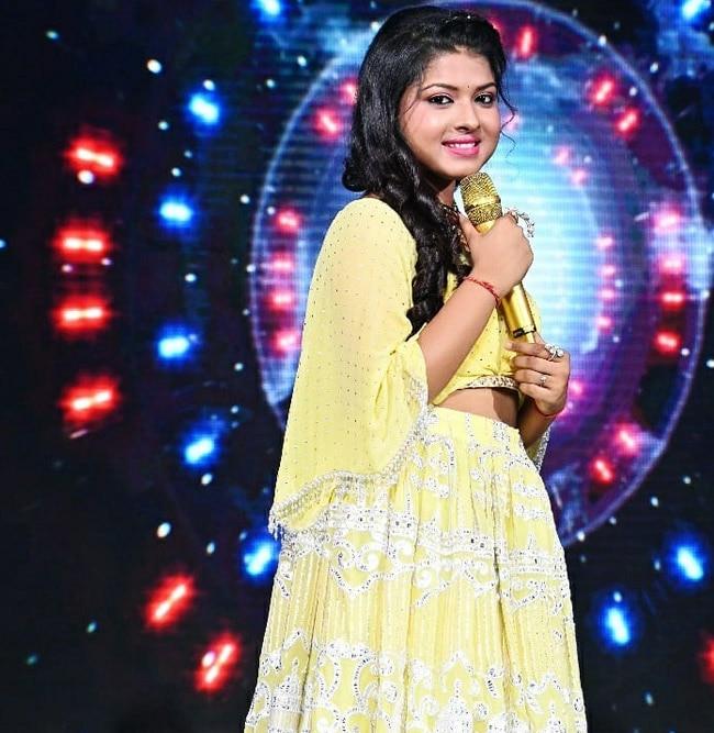 Indian Idol 12 Contestant Arunita Kanjilal Looks Drop-Dead Gorgeous in Yellow Lehenga, Pawandeep Rajan Are You Looking?
