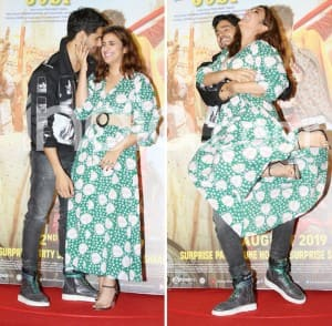Sidharth Malhotra Lifts Parineeti Chopra at Trailer Launch of Jabariya Jodi