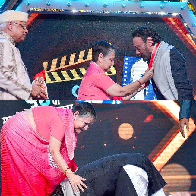 Jackie Shroff touching Rakhee Gulzar   s feet at 54 Maharashtra Rajya Marathi Chitrapat Mahotsav Award