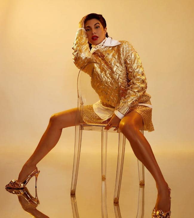 Jacqueline Fernandez is Oh so Gorgeous in Golden Outfit