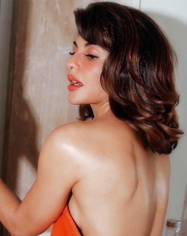 Jacqueline Fernandez Looks Drop Dead Gorgeous Wrapped in a Red Towel