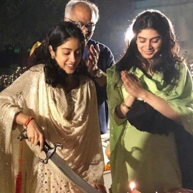 Janhvi Kapoor cuts cake with sward in Varanasi