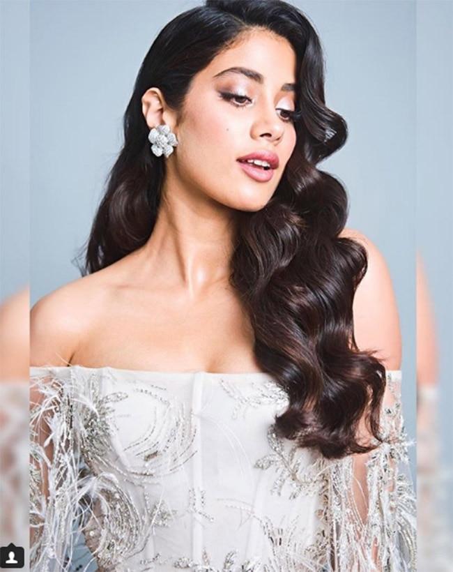 Janhvi Kapoor dazzles at Vogue Beauty Awards 2018