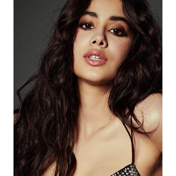 Janhvi Kapoor goes bold and beautiful in her sexy black dress