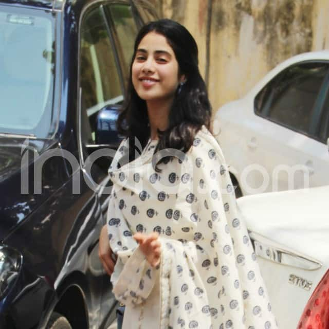 Janhvi Kapoor looked stylish