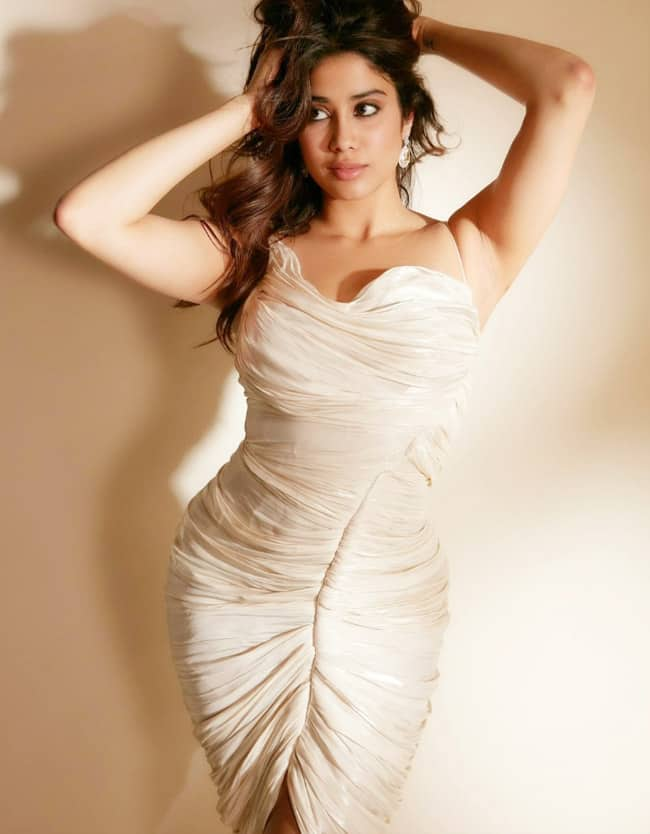 Janhvi Kapoor Looks High on Glam