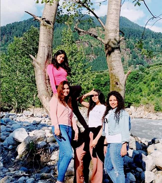 Janhvi  Khushi and friends enjoy in the hills