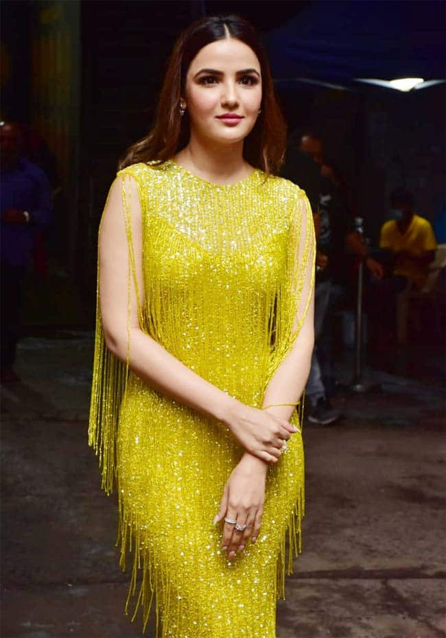 Jasmin Bhasin Aces the Fashion Game