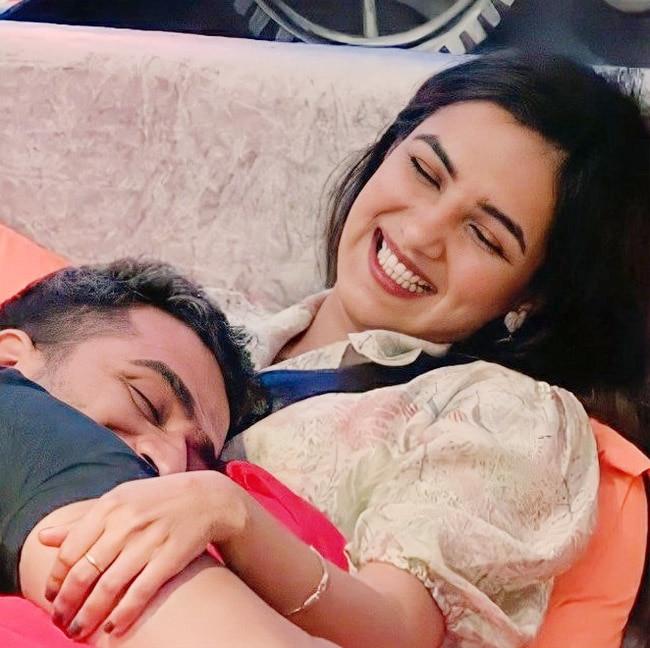Jasmin Bhasin and Aly Goni s romantic moments