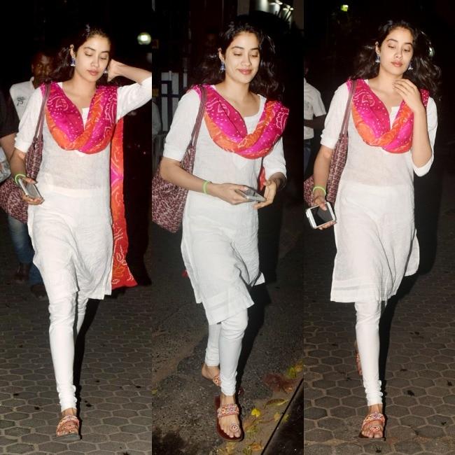 Jhanvi Kapoor looks simple yet beautiful in Indian attire