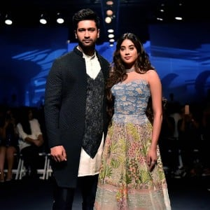 In PHOTOS: Janhvi Kapoor-Vicky Kaushal's Jaw-Dropping Looks at Lakme Fashion Week
