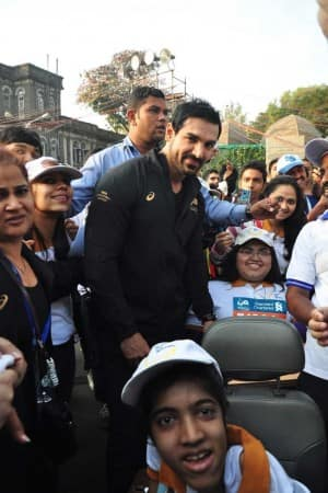 Mumbai Marathon 2015: Bollywood celebrities who ran for a cause! (In Pics)