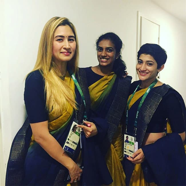 Jwala Gutta  P  V  Sindhu and Ashwini Ponnappa pose for a picture