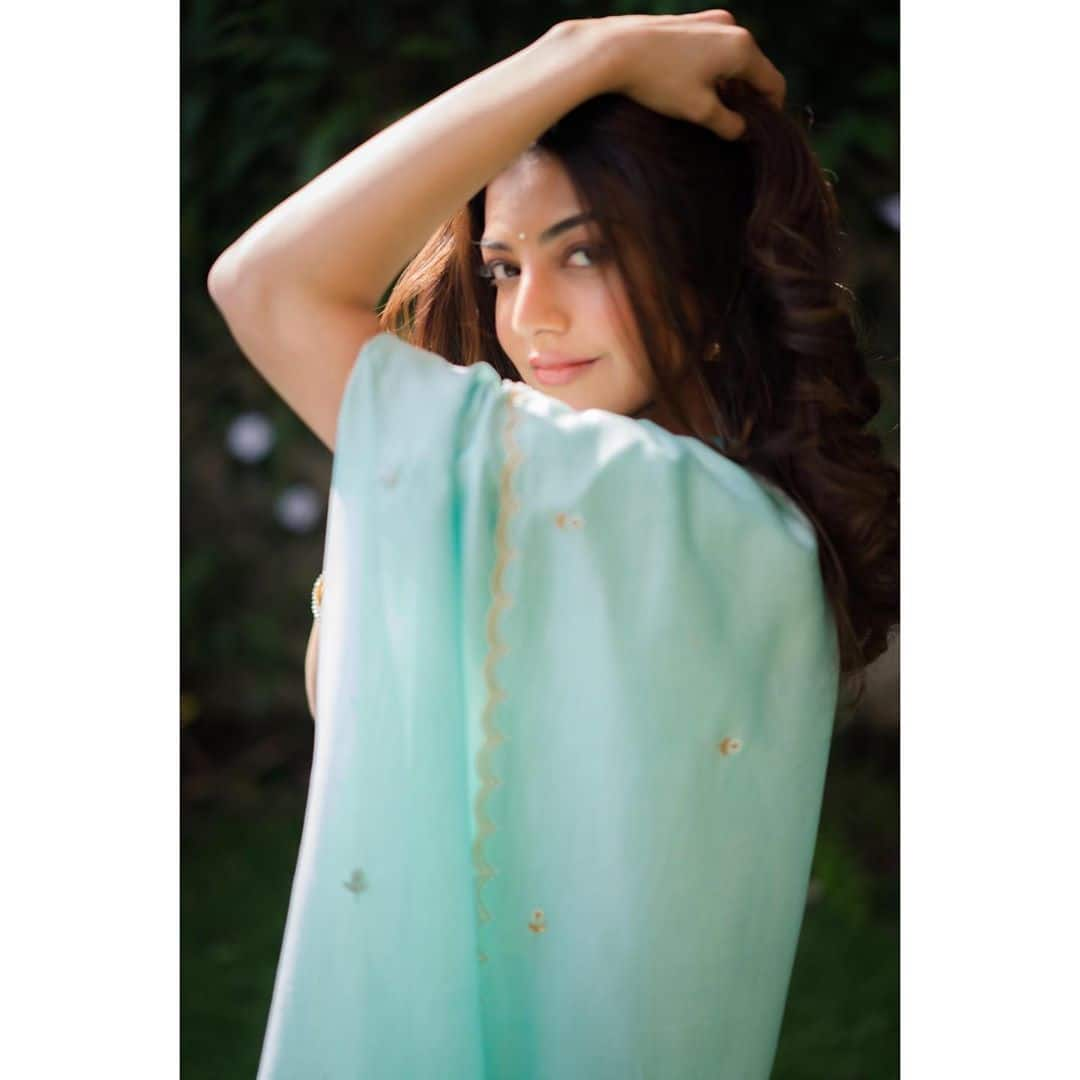 Kajal Aggarwal Looks Stunning in Pastel Blue Saree as She Strikes Pose For The Click