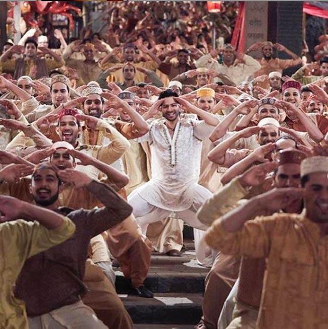 Kalank Song First Class Out  Varun Dhawan Kiara Advani Sizzle to Remo D   Souza   s Choreography