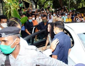 Kangana Ranaut Reaches Pali Hill Office to Check The Building, Gets Emotional – PICS