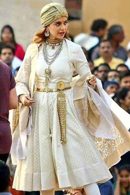 Kangana Ranaut snapped on sets of Manikarnika