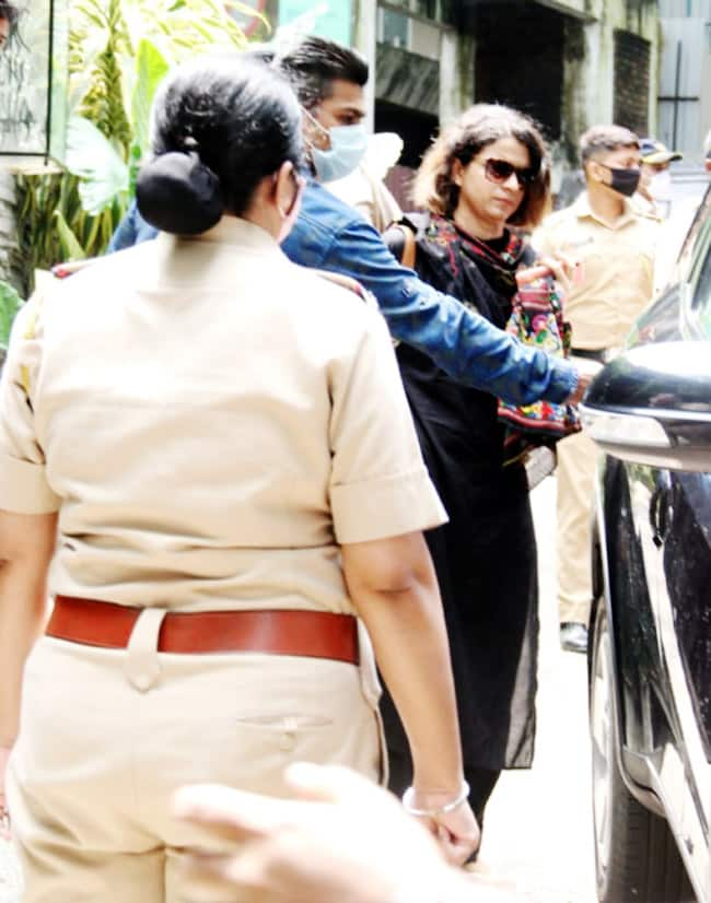 Kangana Ranaut s office building demolished  Rangoli pays a visit