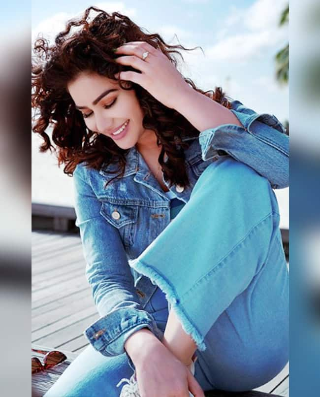 Kangna Sharma Shows Her Million Dollar Smile During The Photo Shoot