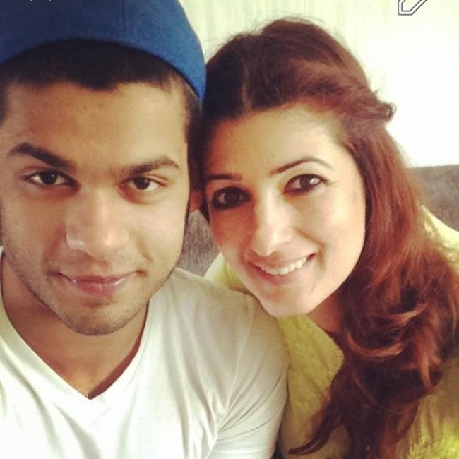 Karan Kapadia   s selfie with sister Twinkle Kapadia