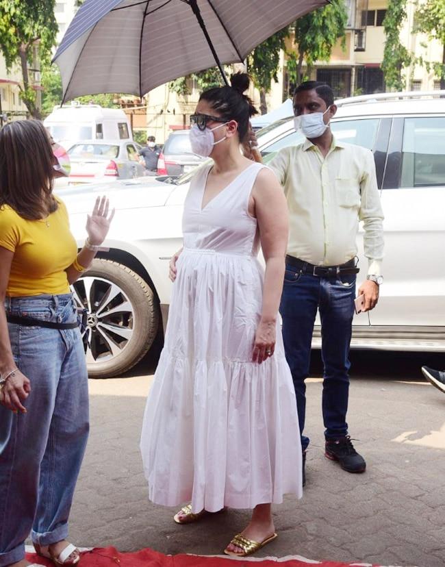 Kareena Kapoor Khan looks pretty in a white comfortable dress