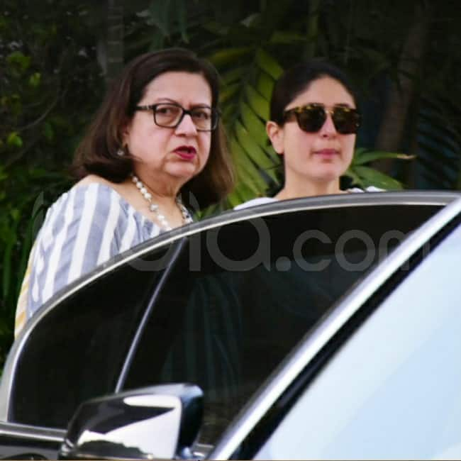 Kareena receives mom