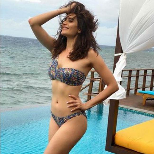 Karishma Tanna Looks Hot And Sexy