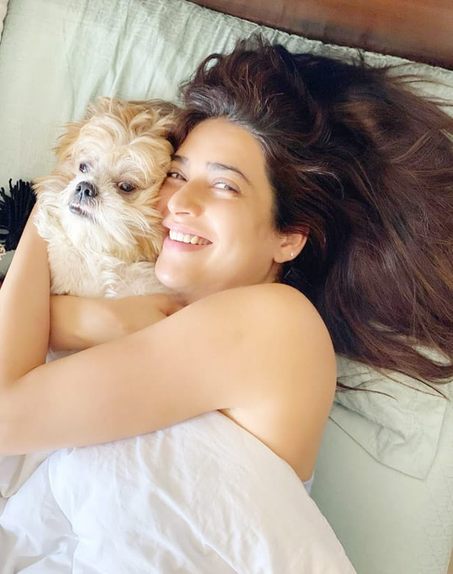 Karishma Tanna Wakes up And Hugs Her Furry Friend