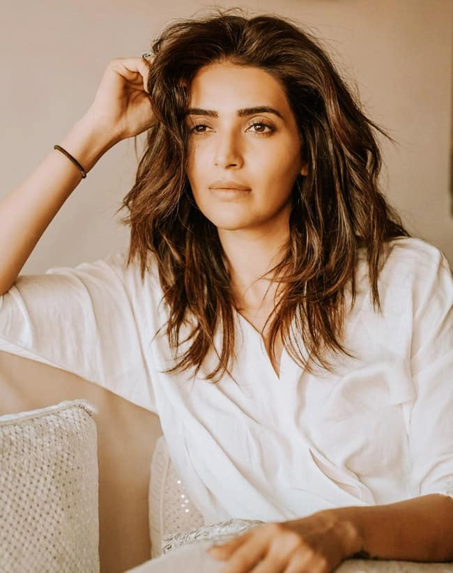 Karishma Tanna's Sultry Look Will Make You go Ogle Over Her