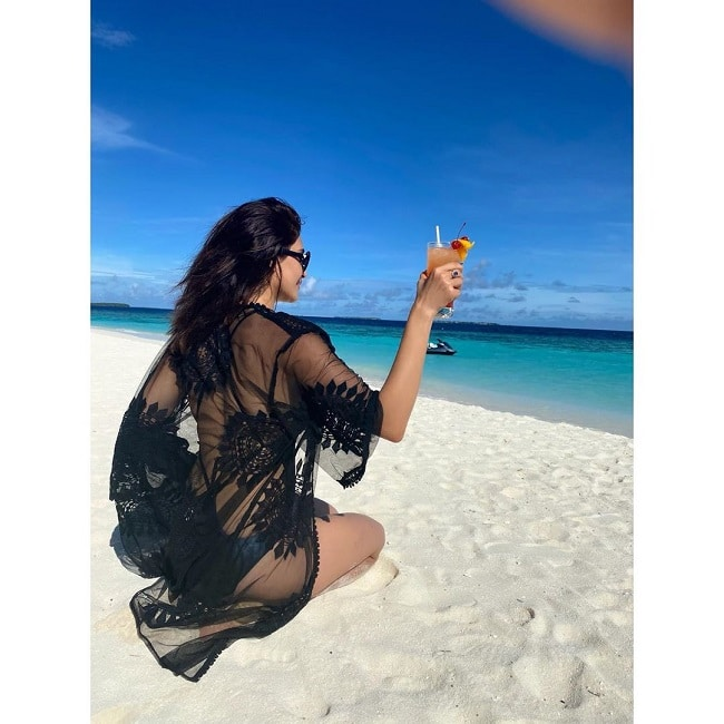 Karishma Tanna s Throwback Picture From Maldives