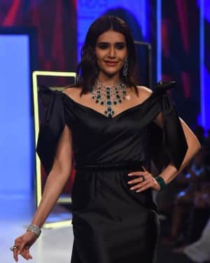 In PHOTOS: Karishma Tanna Sets Mercury Soaring in Queenie Singh's Black Silhouette Collection