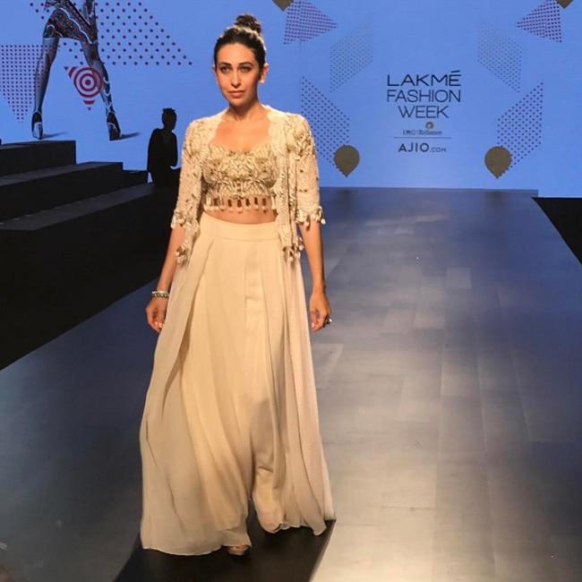 Karisma Kapoor Walked The Ramp For Arpita Mehta On Day 4 Of Lfw Lakme Fashion Week 2017 Day 4 Aditi Rao Hydari Karisma Kapoor And Padma Lakshmi Set The Ramp On