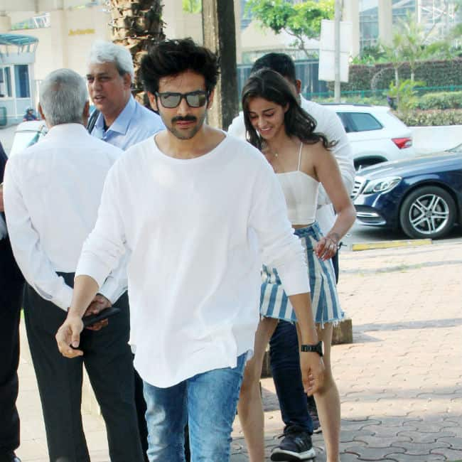 Kartik Aaryan Ananya Pandey Twin in Blue And White And it will Give You Perfect Couple Goals