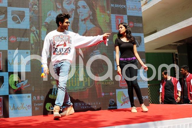 Kartik Aaryan And Kriti Sanon Show The Beautiful Feeling of Falling in Love