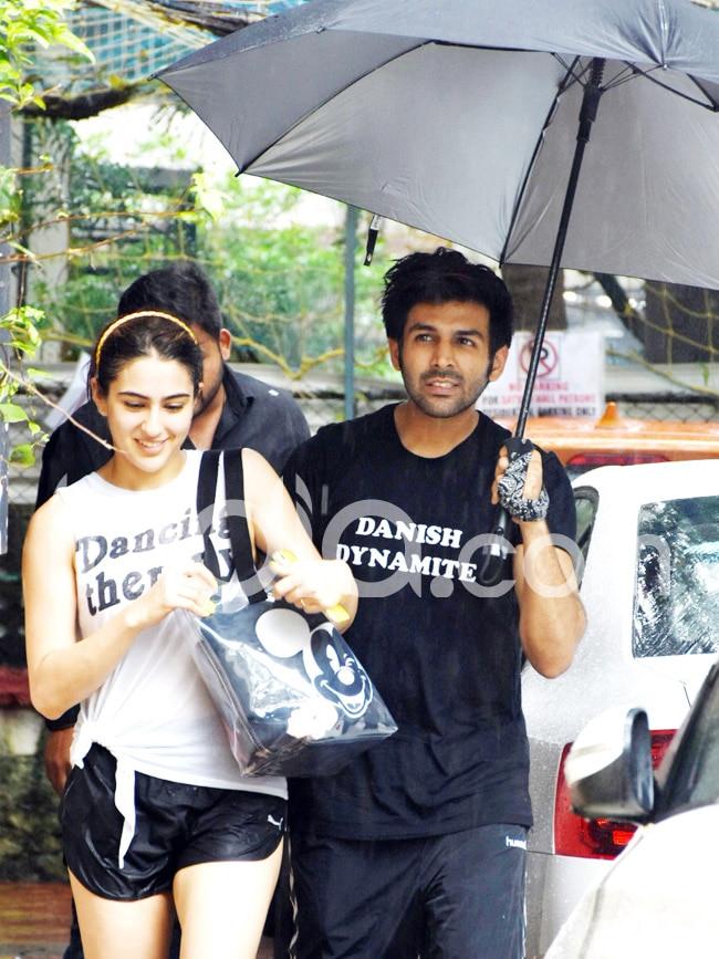 Kartik Aaryan   s Sweet Gesture For Sara Ali Khan is Winning The Internet