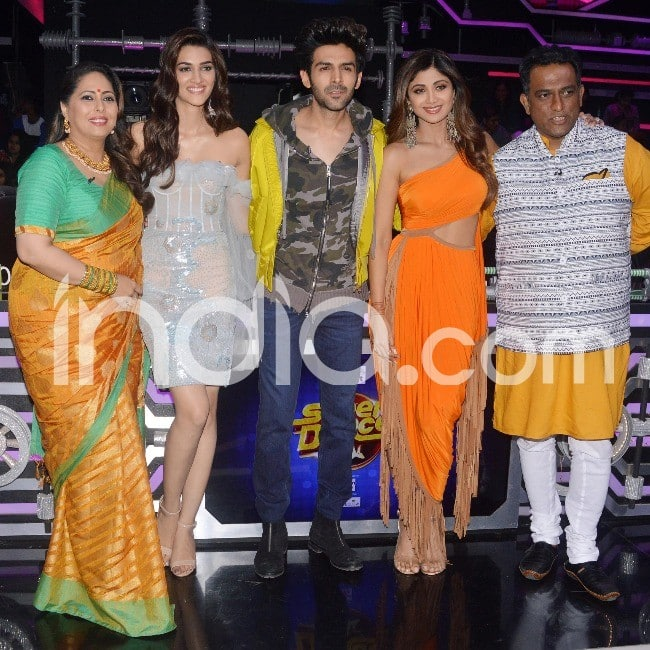 Kartik Kriti pose with judges of the dance show