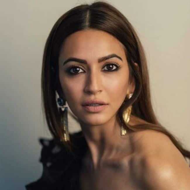 Kriti Kharbanda Looks Hot And Sexy