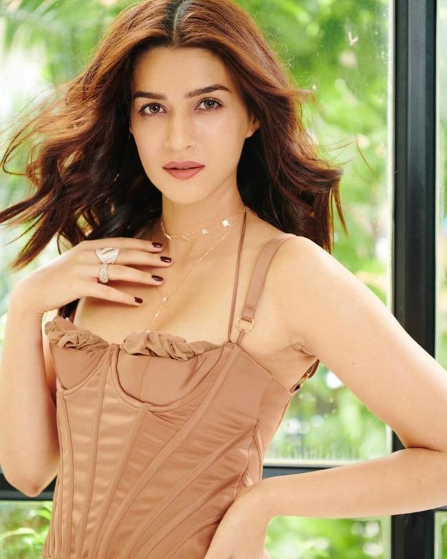Kriti Sanon is Oozing Hotness in Corset Dress