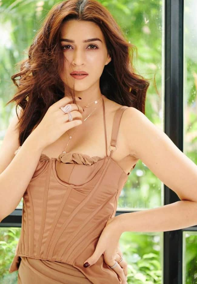 Kriti Sanon Looks Smoking Hot in Beige Colour Outfit