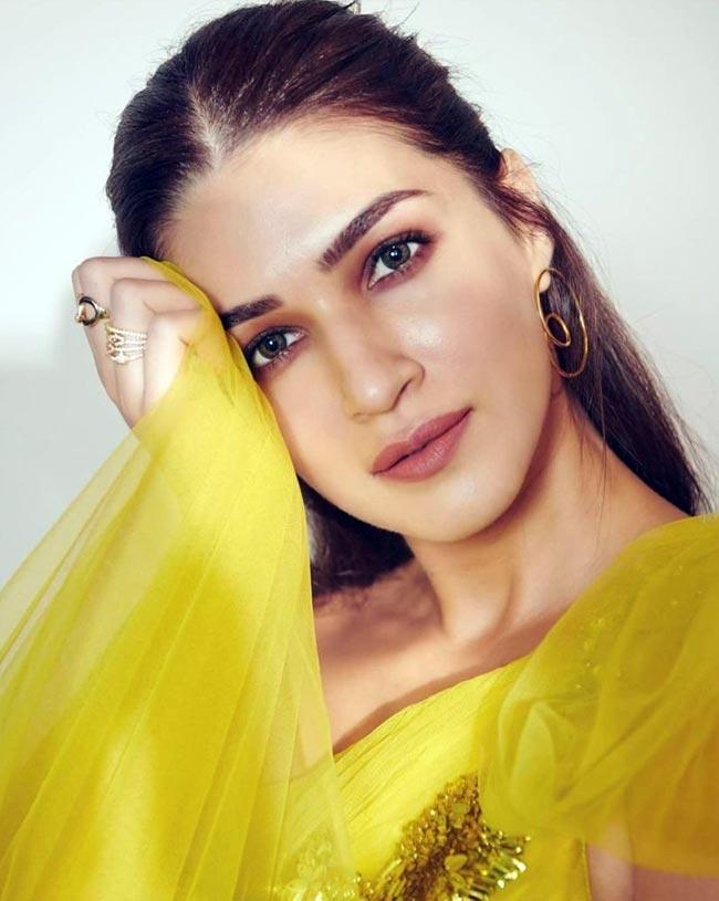 Kriti Sanon's stunning makeup for the shoot